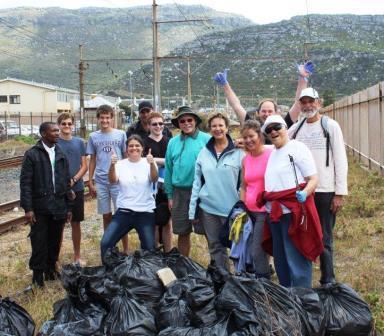 Juanita & the Dutch Reformed Church in a litter clean-up